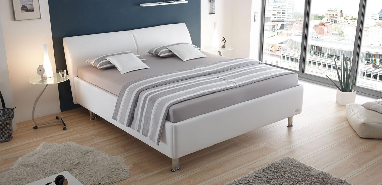 casa ktr ruf betten ein bett ins rechte licht ger ckt. Black Bedroom Furniture Sets. Home Design Ideas